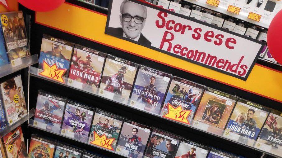 Un magasin utilise l'image de Martin Scorsese pour sa section film de super-héros
