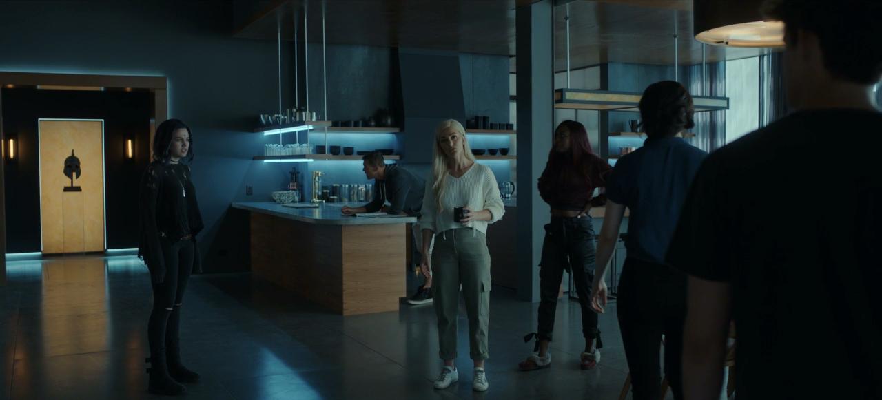 Conflit de groupe - Teagan Croft - Minka Kelly - Alan Ritchson - Anna Diop - Titans Saison 2