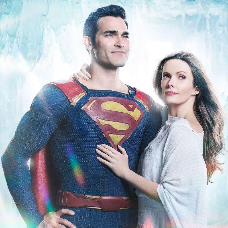 Superman & Lois est un spin-off de Supergirl et se concentre sur les pressions auxquelles Lois et Clark sont confrontés pour équilibrer leur vie professionnelle, leurs responsabilités de super-héros et l'éducation d'un enfant.