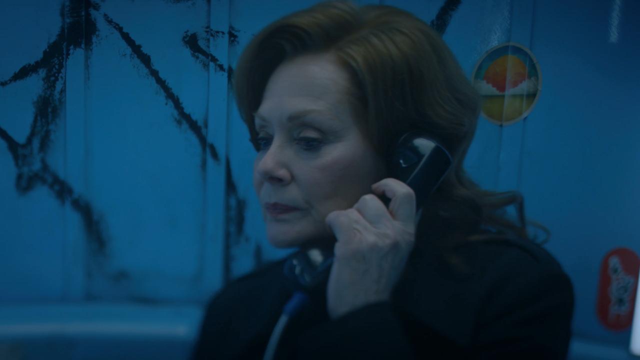 Laurie au téléphone - Watchmen Saison 1