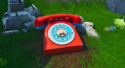 Emplacements téléphoniques surdimensionnés - Gros plan à l'est du bloc