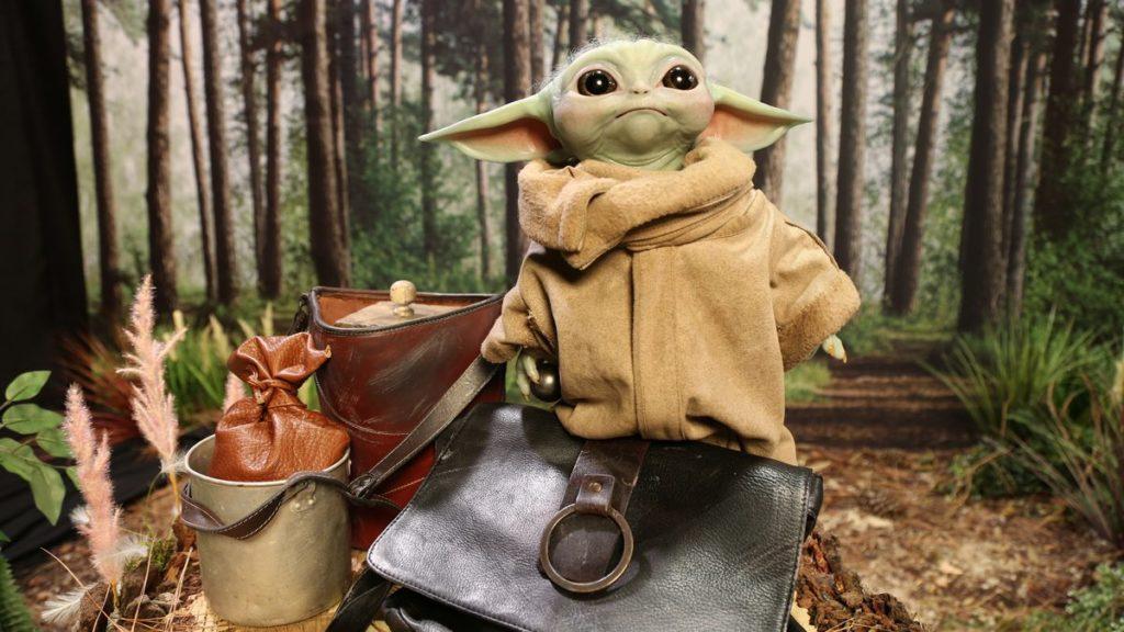 Cette poupée Baby Yoda grandeur nature volera votre cœur et vos économies